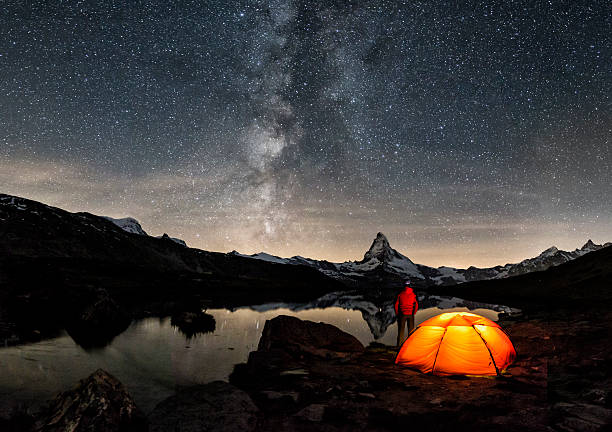 loneley camper under milky way at matterhorn - hdri landscape stockfoto's en -beelden