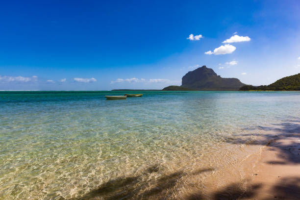 einsamer Strand in le Morne Halbinsel auf der Insel Mauritius, Afrika – Foto