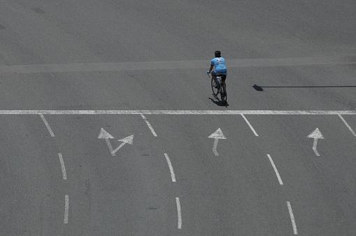 Solo Ciclista Foto de stock y más banco de imágenes de Abstracto