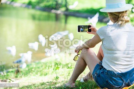 Rear view av woman in park.