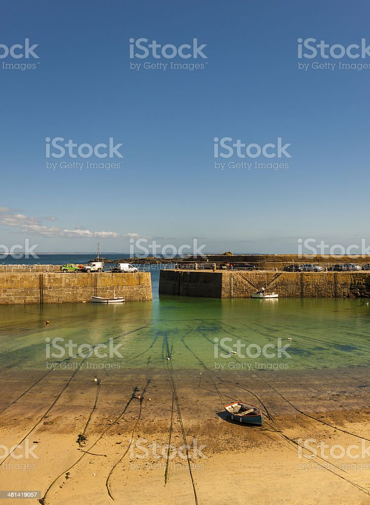 Lonely fishing boat stranded onshore in Mousehole Harbour stock photo