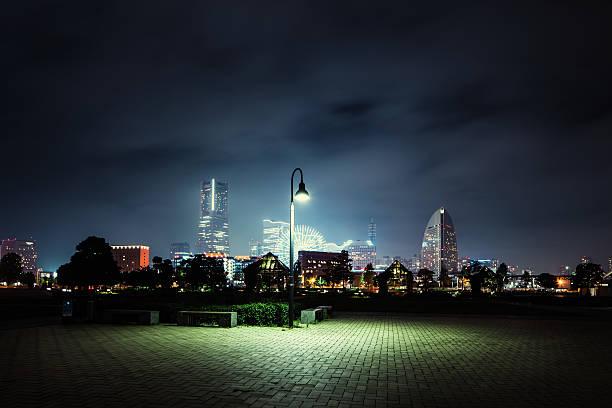 einsam laterne - japanische lampen stock-fotos und bilder