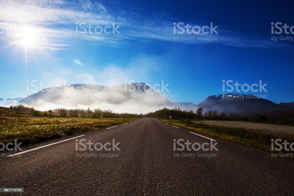 Einsame Straße in Norwegen – Foto