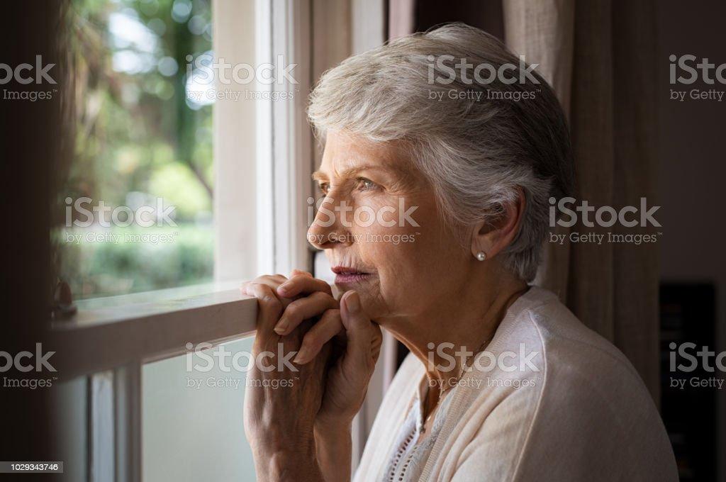Lonely 老人女性 - 1人のロイヤリティフリーストックフォト