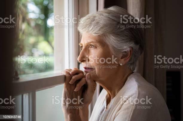 Lonely 老人女性 - 1人のストックフォトや画像を多数ご用意