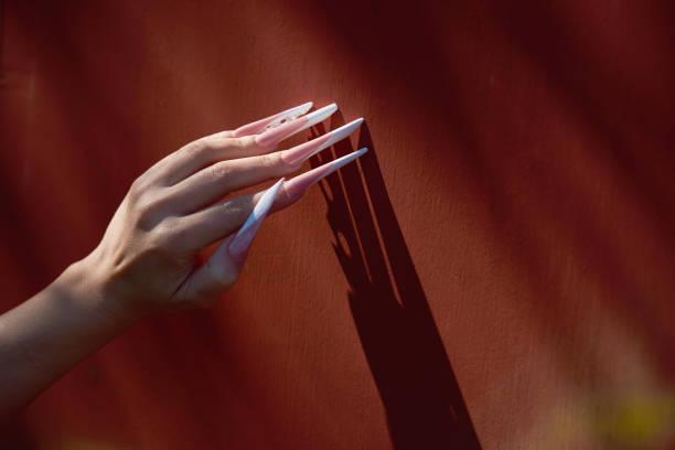 Fingernagel mann lange Langer Fingernagel