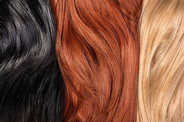 langen blonden, black, red der glänzenden haar - haarfarbe ohne ammoniak stock-fotos und bilder