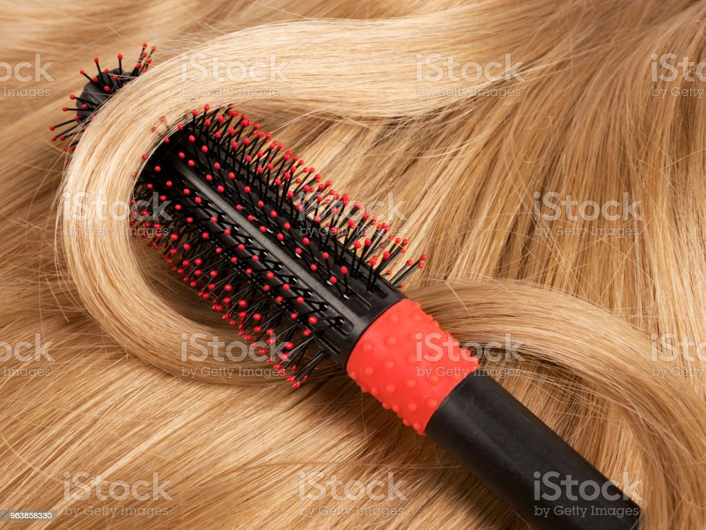 Long blond human hair with a comb - Royalty-free Beauty Stock Photo