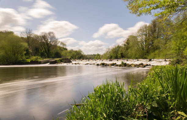 long daylight exposure photo of sprotbrough weir - doncaster foto e immagini stock