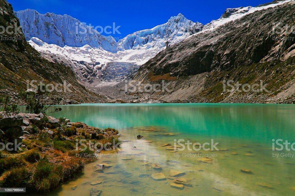 Longa exposição: turva Laguna Llaca glaciar e Cordilheira Blanca - Cordilheira dos Andes de Ancash, Peru - foto de acervo