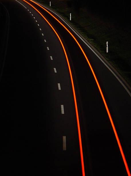 Langzeitbelichtung der Auto-Tail Lights bei Nacht – Foto