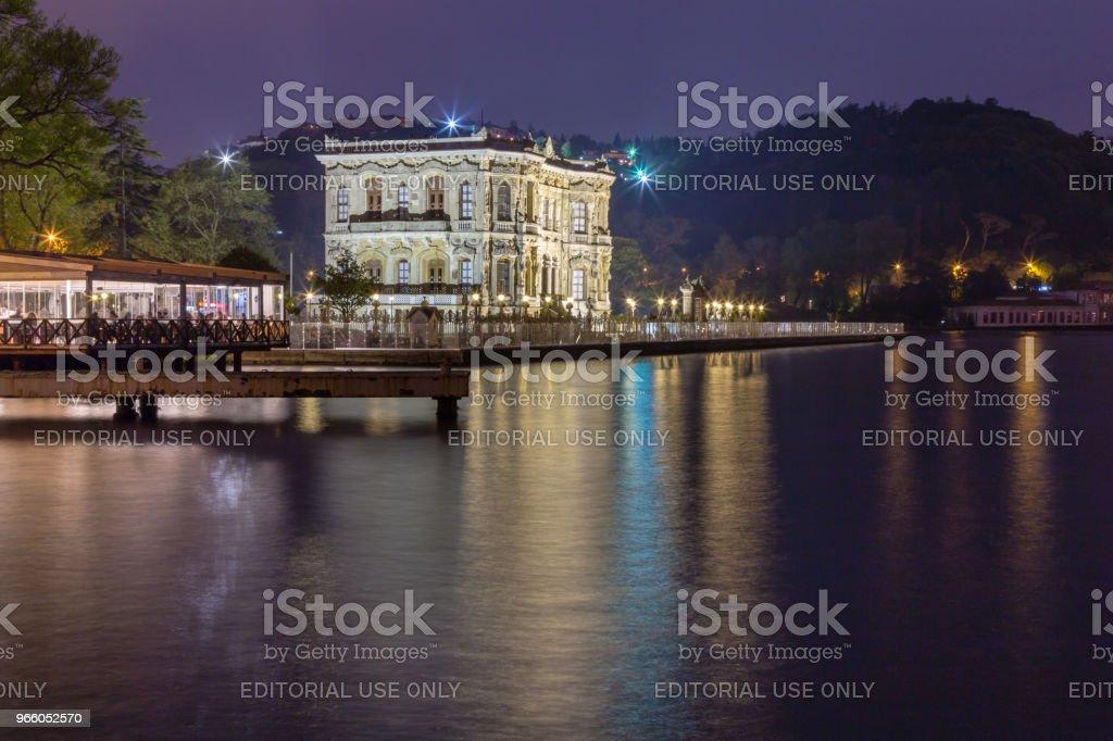 Lång exponering skott av Kucuksu Palace eller Goksu paviljong - Royaltyfri Arkitektur Bildbanksbilder