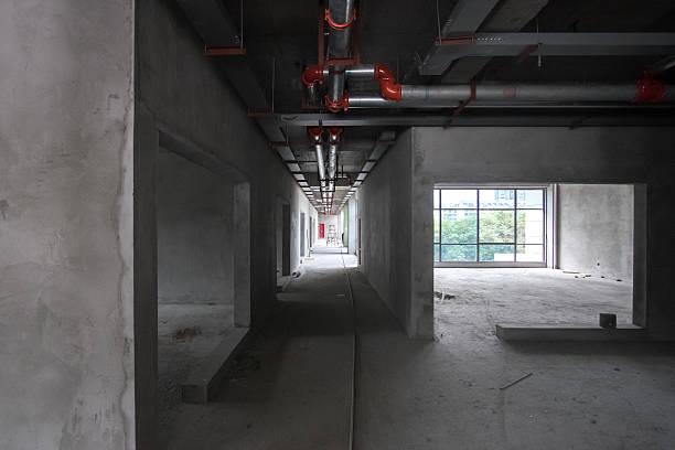 Langer Flur in einer Baustelle – Foto