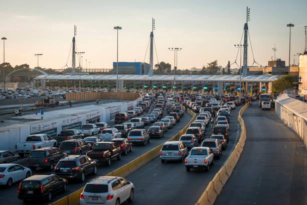 Lange Schlange von Autos, die mexikanische Grenze bei Tijuana/San Ysidro – Foto