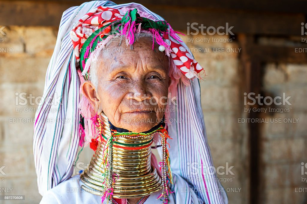 Long neck woman from the Padaung tribe in Loikaw, Myanmar. photo libre de droits