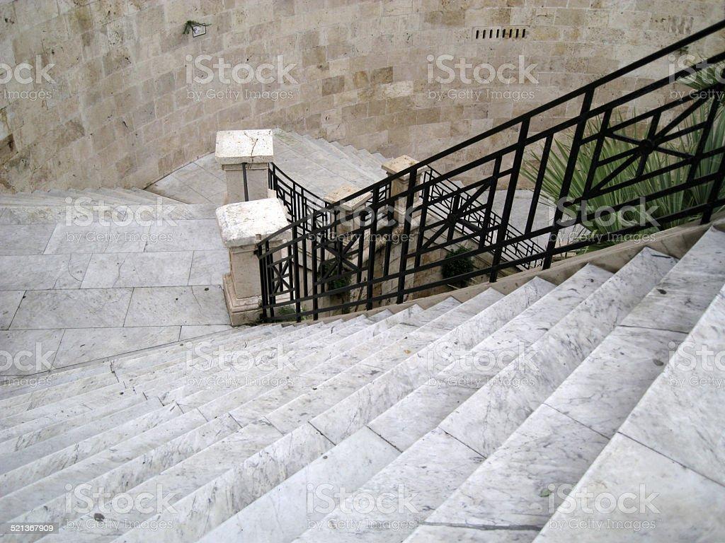 Scala In Marmo Nero tempo di discesa scala di marmo grigio nero ferro ringhiera