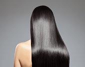 長いストレートの髪