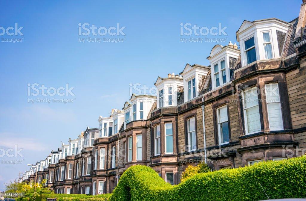 Lange Straße der traditionellen britischen Reihenhaus Häuser – Foto