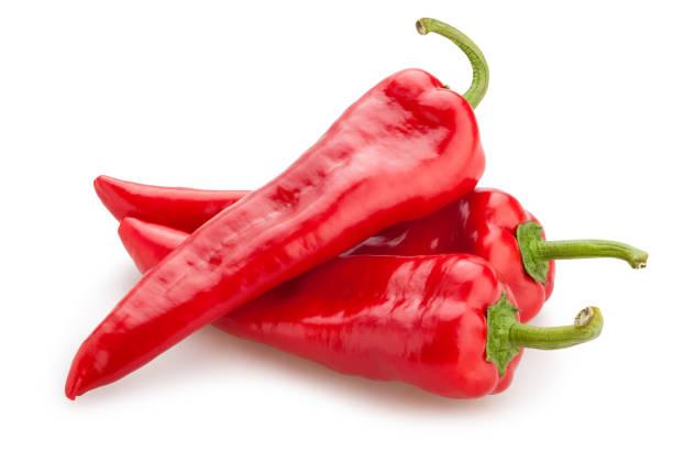 lange niet-scherpsmakende pepers - rode chilipeper stockfoto's en -beelden
