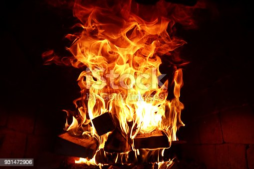 874991150 istock photo Long tongues of flame of burning fire 931472906