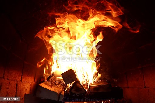 874991150 istock photo Long tongues of flame of burning fire 931472992