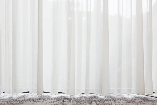 긴, 흰색, semy 시 스루 커튼 창에 매달려 - 반투명한 뉴스 사진 이미지