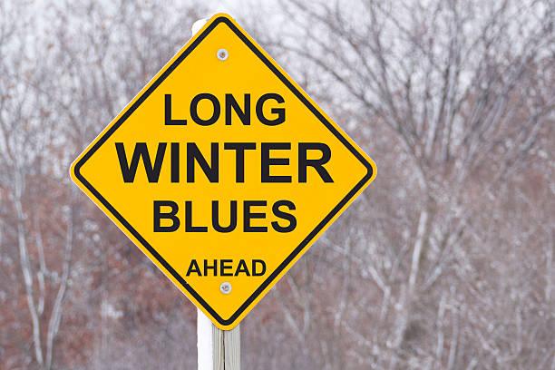 Langer Winter-Blues Voraus Straßenschild – Foto