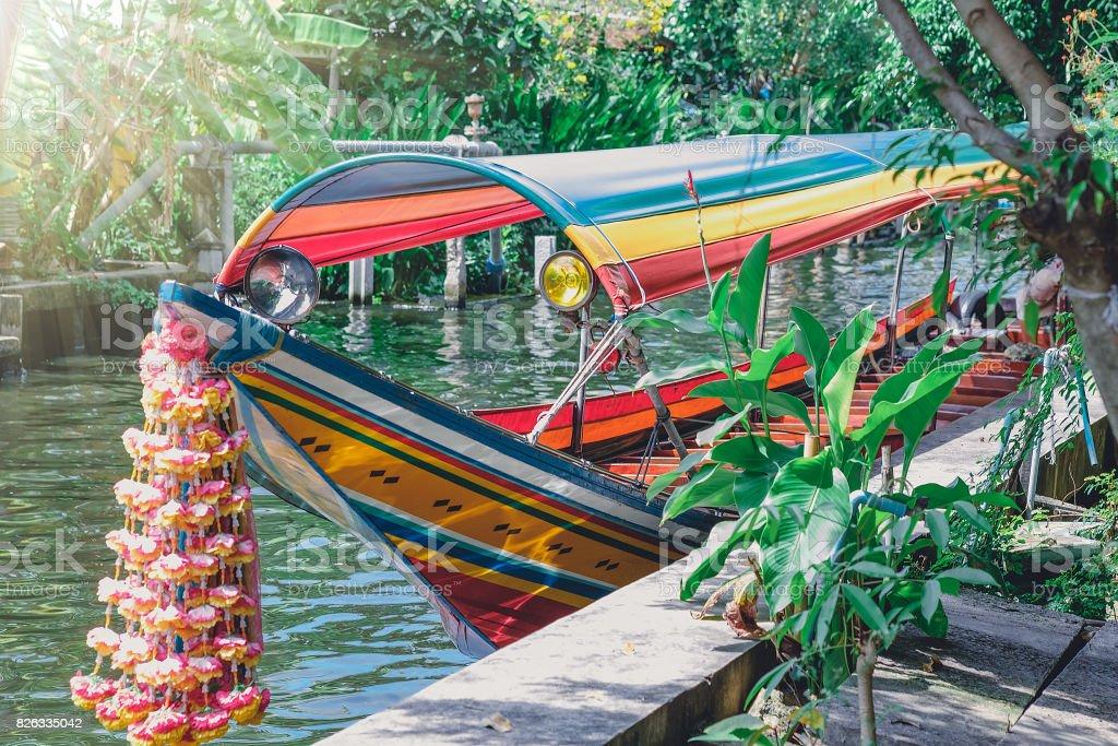 Longtail-Boot auf dem Fluss in bangkok – Foto