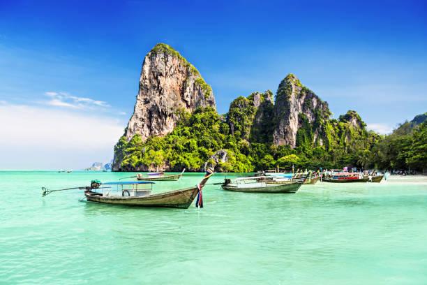 longtale barcos - beach in thailand - fotografias e filmes do acervo