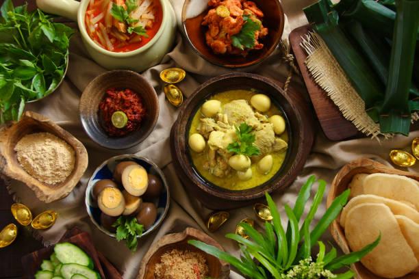 lontong cap go meh, the peranakan dish of rice cake soup for last day of chinese new year celebration period in java, indonesia - kultura indonezyjska zdjęcia i obrazy z banku zdjęć