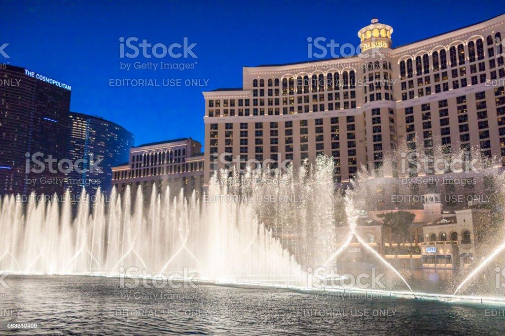 Een blik op een van de bezienswaardigheden van Las Vegas, de fontein van het Bellagio Hotel tonen. royalty free stockfoto