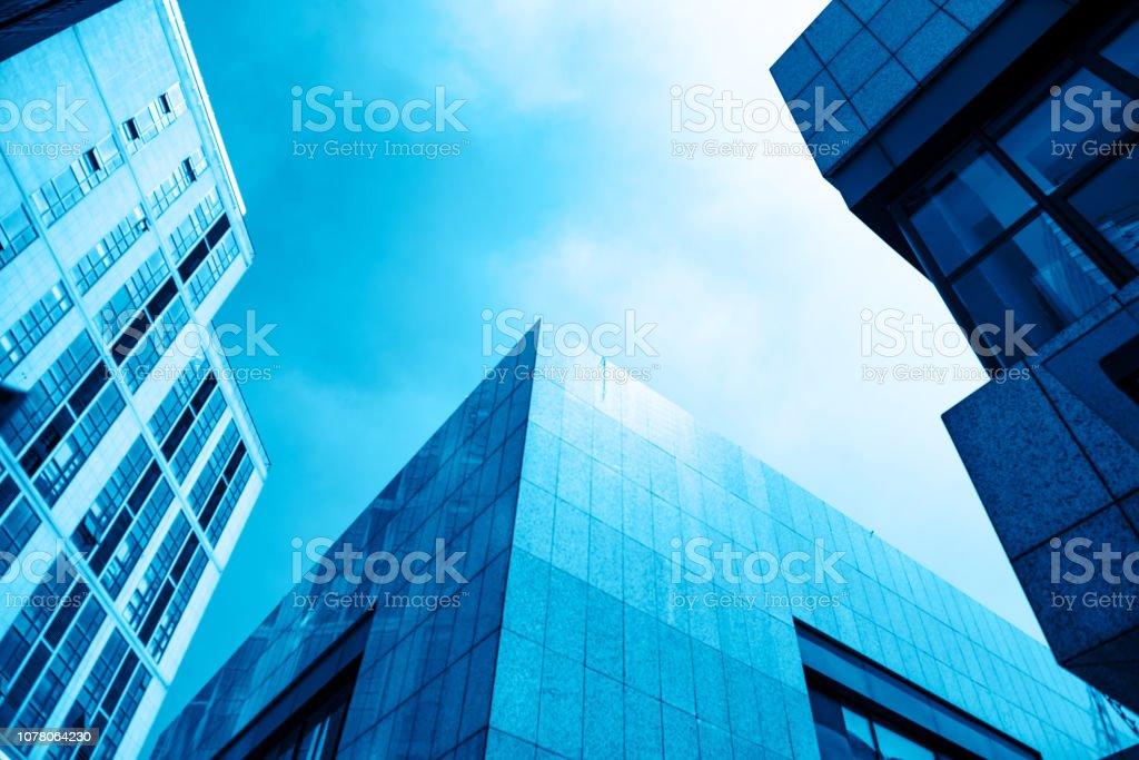 仰视城市中的高楼大厦 stock photo