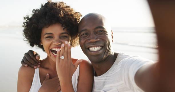 Schauen Sie, wer verlobt ist! – Foto