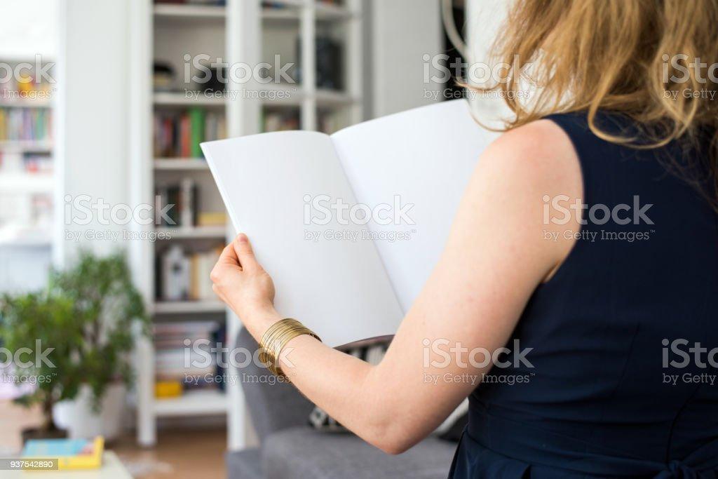 Op zoek naar een lege brochure met kopie ruimte foto