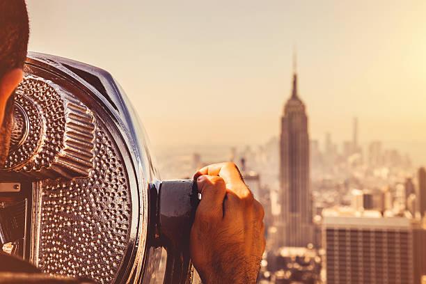 melihat cakrawala new york - traveler new york potret stok, foto, & gambar bebas royalti