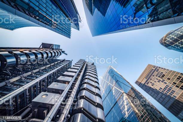 Looking Directly Up At The Skyline Of The Financial District In Central London Stock Image - Fotografias de stock e mais imagens de 2019