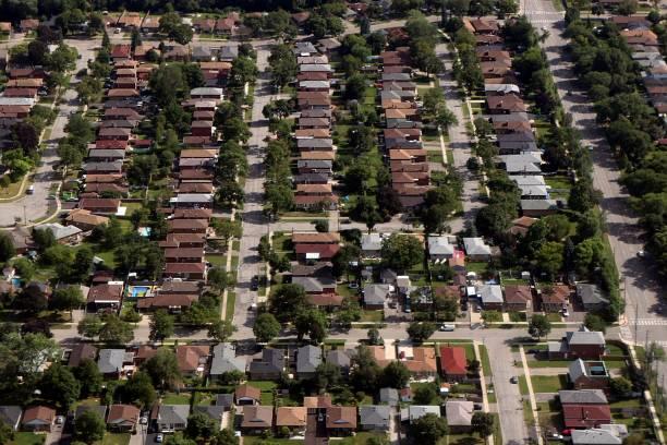 주거 지역의 주택의 행에서 비행기의 창에서 내려다 보고 - 토론토 온타리오 뉴스 사진 이미지