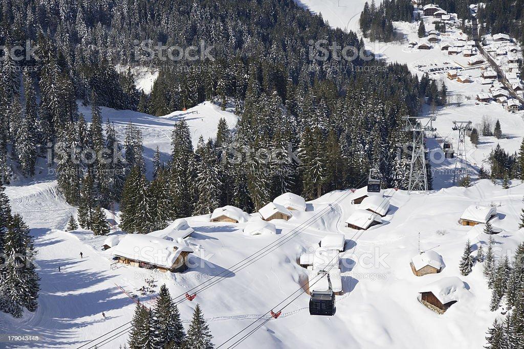 Regardant vers le bas sur les pistes de ski - Photo