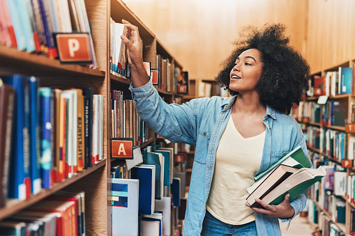 istock Looking for books for the homework project 1094357918