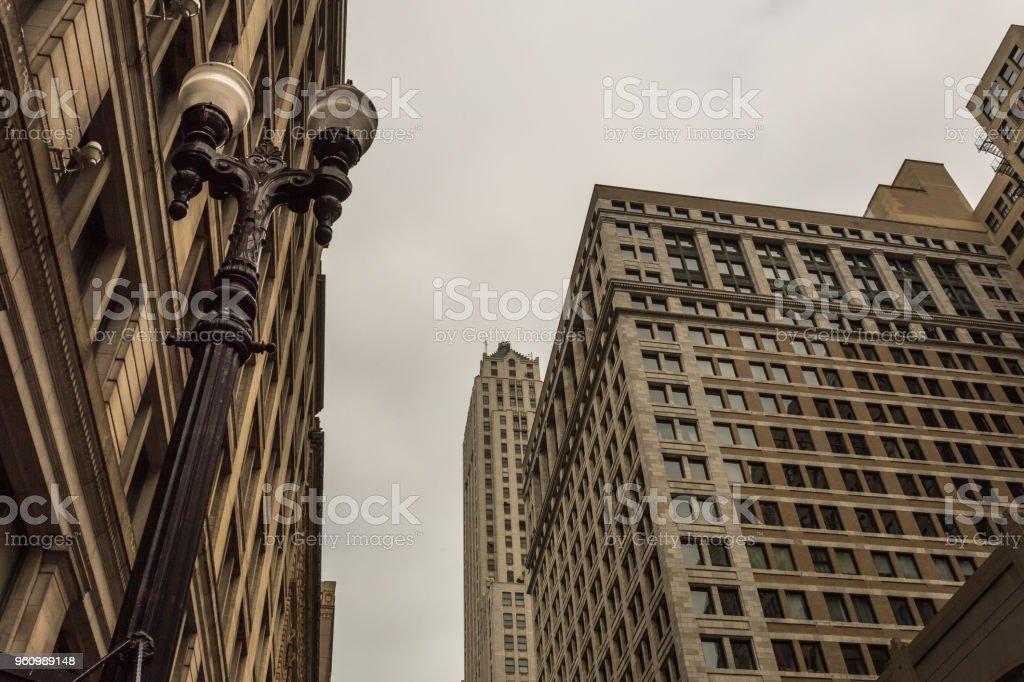 Blickte zu klassischen Wolkenkratzer - Lizenzfrei Alt Stock-Foto