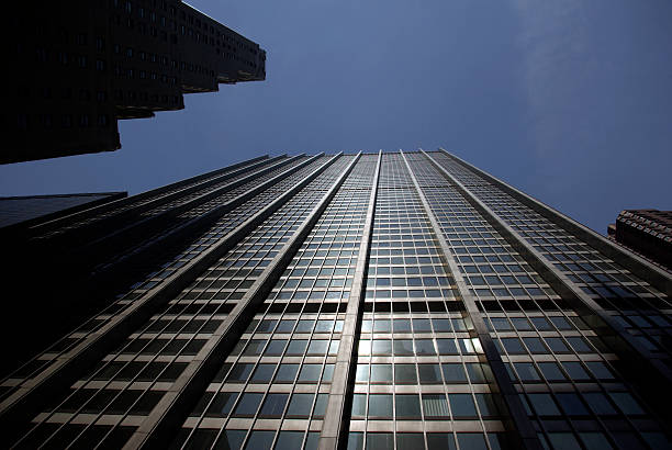 looking up in downtown new york city - mikefahl stock pictures, royalty-free photos & images