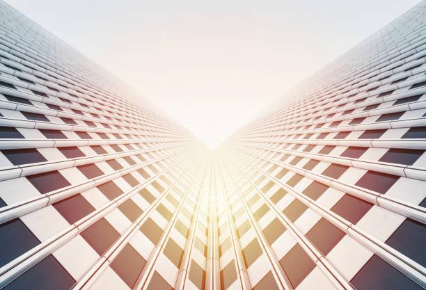 Blick nach oben auf Wolkenkratzer reflektieren blauen Himmel – Foto