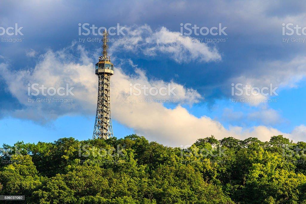Atalaya en la colina petrin en cornejo primavera park foto de stock libre de derechos