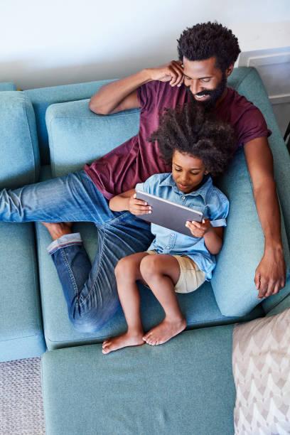 Sieht aus wie es dran, die digitale-Tablette verwenden – Foto
