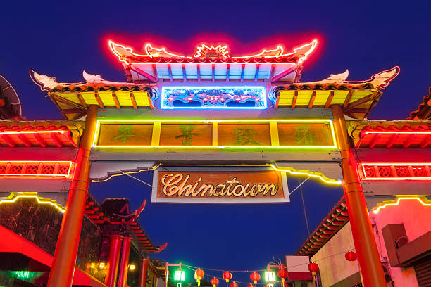 los angeles colorful traditional chinese gate and sign in chinatown - chinatown stockfoto's en -beelden