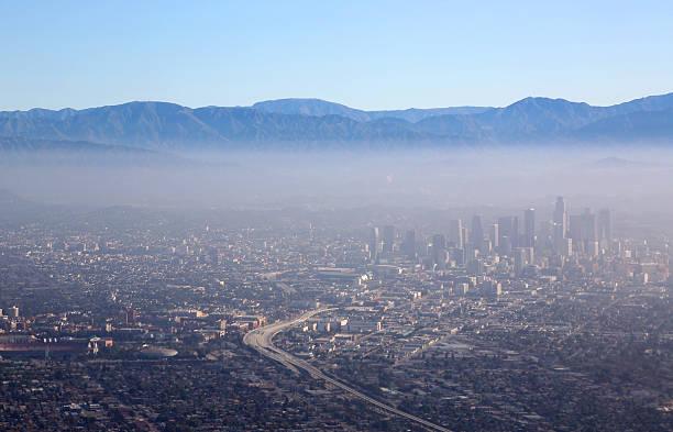los angeles downtown aerial view - smog stockfoto's en -beelden