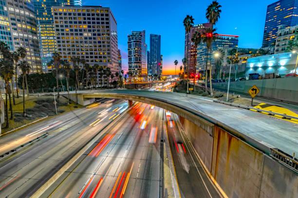 Los Angeles Downtown Abend Verkehr – Foto