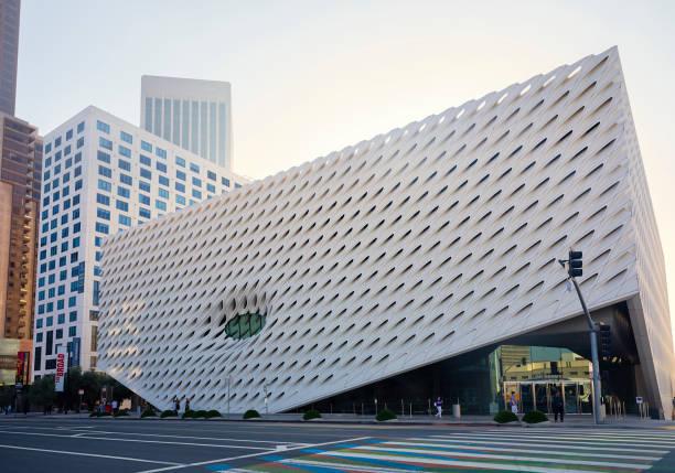 Los Angeles Downtown - Das Broad Museum an der Grand Avenue mit Wolkenkratzern – Foto