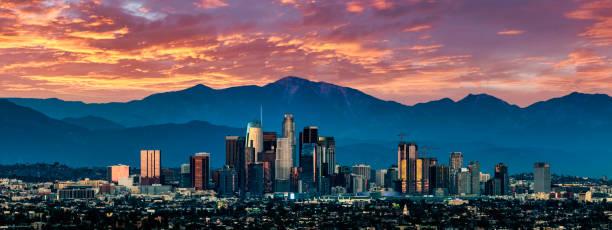 los angeles skyline sunset - los angeles стоковые фото и изображения