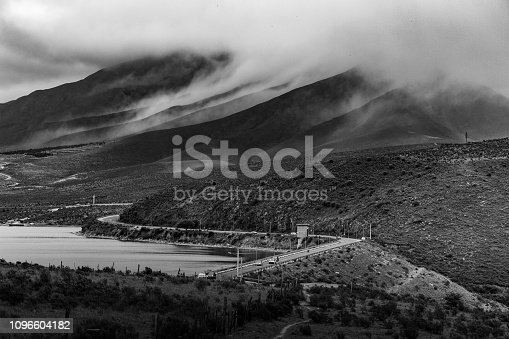 istock Los valles, la ruta y el lago (B&N) 1096604182